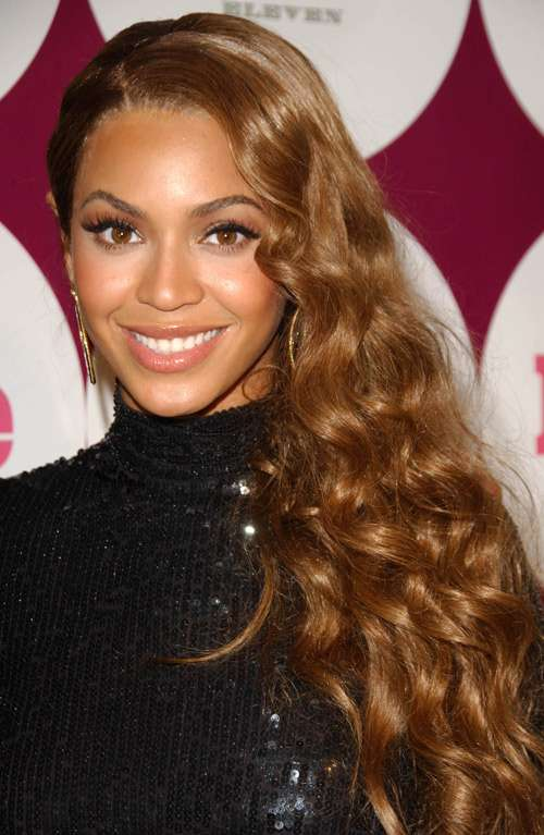 beyonce updo hairstyles : Beyonce-with-wavy-long-hair-on-one-side - NiceHair