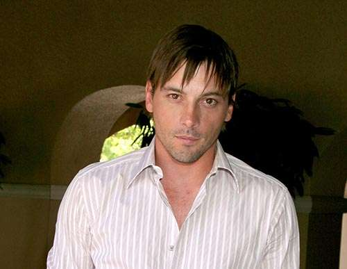 Skeet Ulrich straight short hair