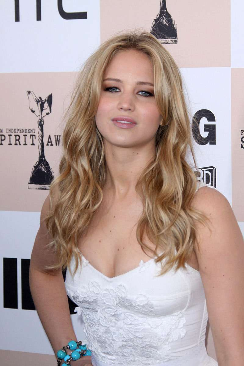 Jennifer Lawrence with glamorous long wavy blonde hair