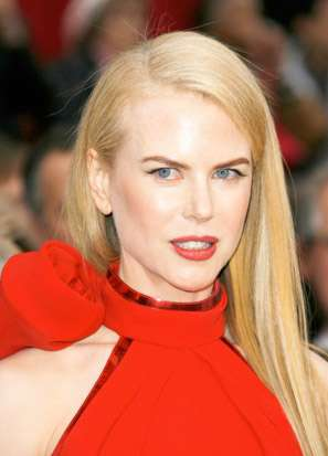 Nicole Kidman long straight hair side parting